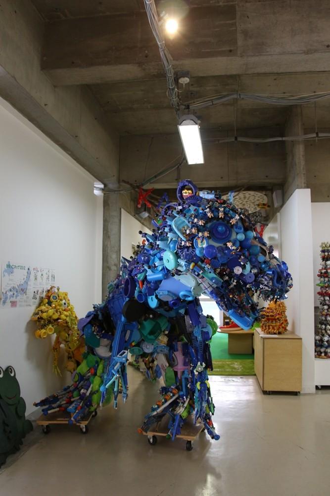 玩具組成的恐龍/3331 Arts Chiyoda/東京/日本